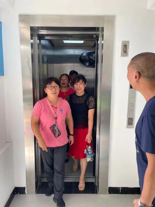 献礼祖国   上海市杨浦区长海路442弄1号楼加梯竣工-4